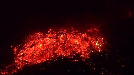 Spain: Rivers of lava pour down slopes as La Palma volcano eruption continues