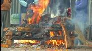 """Изгаряне на трупове в Непал (""""Без багаж"""" еп.46 трейлър)"""