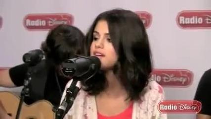Selena Gomez - Round and Round ( Acoustic - Radio Disney)