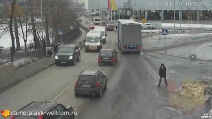 Руско момиче се опита да пресече по пешеходната пътека