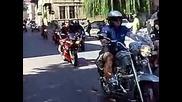 Мото - събор В. Търново 2010 - Посрещане на моторджиите на Царевец
