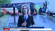 Автобус и тир се сблъскаха на пътя Сливен-Ямбол, има ранени (ВИДЕО)