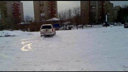 Cadillac Escalade танцува върху снега - drifting on the snow