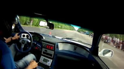 Bugatti Veyron срещу Nissan Skyline Gt-r R34
