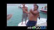 Денс битка на лодката 2 пародия