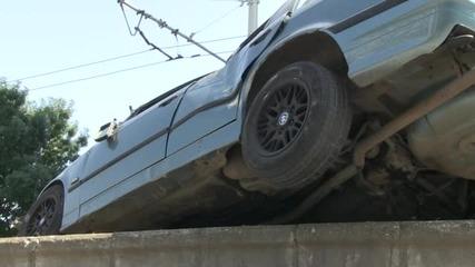 Кола катастрофира зрелищно след дрифт пред полицията (ВИДЕО)