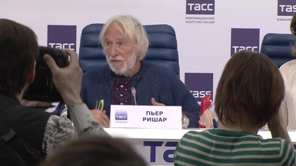 Russia: Pierre Richard explains why his Crimean tour has been cancelled