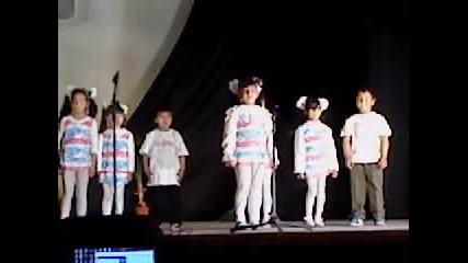Децата от детска градина Червената шапчица с.лесура в общинските прегледи в гр.криводол