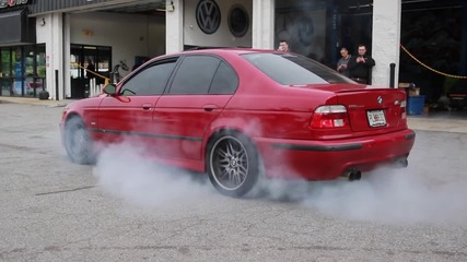 Бърнаут между Мercedes E55 Amg vs Bmw E39 M5 Supercharged