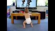 Танцуващо бебе ... Много Смяхх !!!