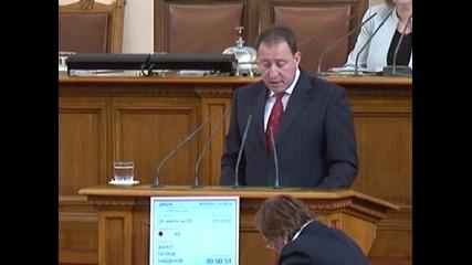 Ангел Найденов: Парламентът живее различен живот от този на българските граждани