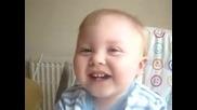това бебче - се хили много сладко :) )