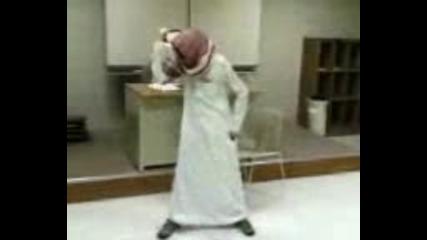 Арабин Танцува На Песента Usher - Yeah