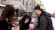Лудия Репортер прилага нова тактика за целувки