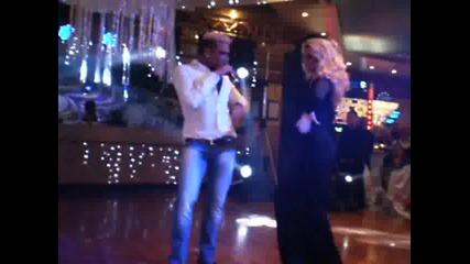 Новогодишните мръсни танци на Азис !!!! Нова Година 2012