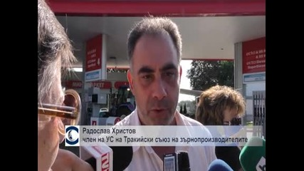 Няколкостотин трактори и комбайни зареждаха демонстративно гориво на бензиностанция в Стара Загора