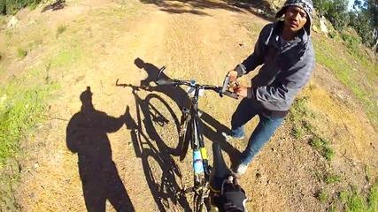 Колоездач снима как го ограбват посред бял ден