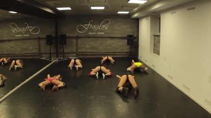 Красиви момичета танцуват яко Twerking dance