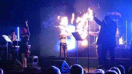 Премиера за сайта Blutengel - Ich bin das Feuer ( live 2015 ) Текст и превод