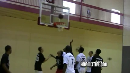 Невероятно!!!! 13 Годишно момче играе баскетбол