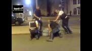 Полицаи пребиват запалянко