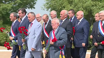 Russia: French politicians lay flowers at Crimean War Memorial