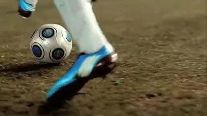 Разбиваща реклама на Adidas Adizero с Messi*