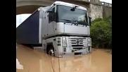 Rescate Camion Atrapado Por Subida De Rio