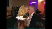 Памела Андерсон гола поднася тортата за Рождения Ден на Хю Хефнер