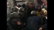 Сблъсъци между полицаи и протестиращи в София
