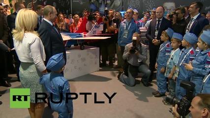 Russia: Putin handles giant 'flying' axe at MAKS-2015