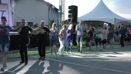 Кръшно хоро се завихри на изпълнението на Ана-мария на Табиет феста в Дупница.