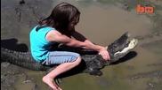 Момиче срещу Алигатор - Едно на милион