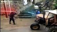 Дядковци се бият с лазерни мечове