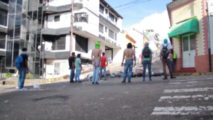 Venezuela: 4 people seriously injured after heavy clashes between police and protesters in San Cristobal