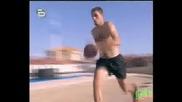 Рекордите на Гинес - Най - Далечна Забивка в кош и падане в басейн  * High Quality