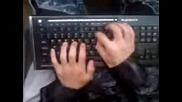 Svirene na piano s klaviatura