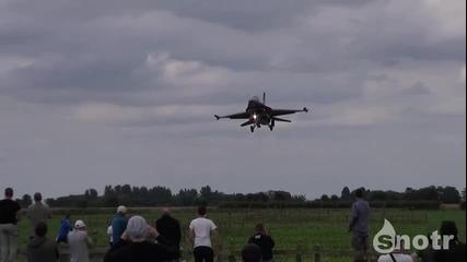 F -16 Показва Пилотаж