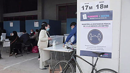 Chile: Residents of Santiago vote on constitutional referendum