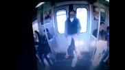 спящ в метро
