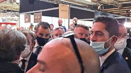 France: Protester throws egg at President Macron