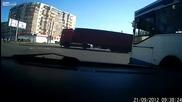 Скъсан кабел преобръща кола