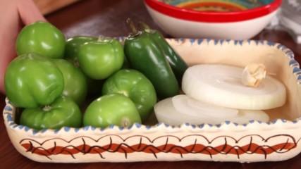 Бърза салца от печени томатило