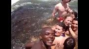 Адски басейн на ръба на водопад. Бихте ли скочили? *превод*