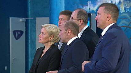 Russia: Putin greets Shinzo Abe and Park Geun-hye in Primorski Aquarium during EEF