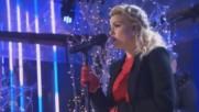 Коледна песен: Tori Kelly - O Holy Night