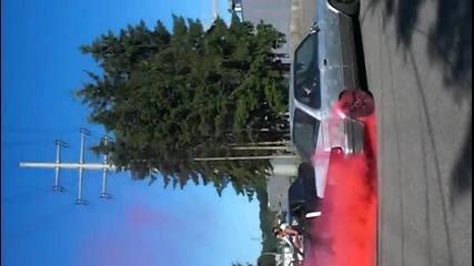 Яко Пилене на Гуми с Червен Пушек от Bmw 325 Е30