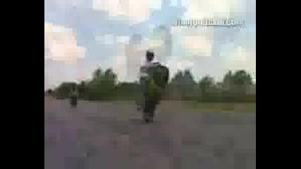 Яки Трикове С Мотори - Motorbike Stunts
