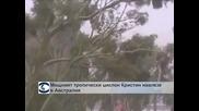 Мощният тропически циклон Кристин навлезе в Австралия