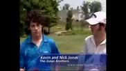 Jonas Brothers играят голф
